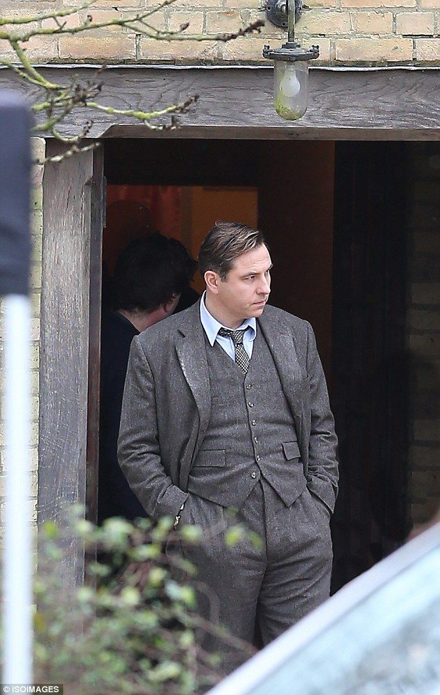 David Walliams is suited and booted as he films Agatha