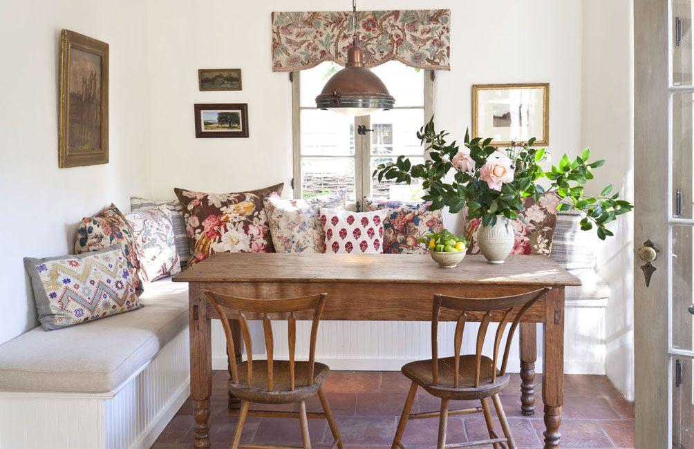 Sitzecke in der Küche mit attraktivem Baumstamm-Esstisch Kitchens - einrichtungsideen sitzecke in der kuche