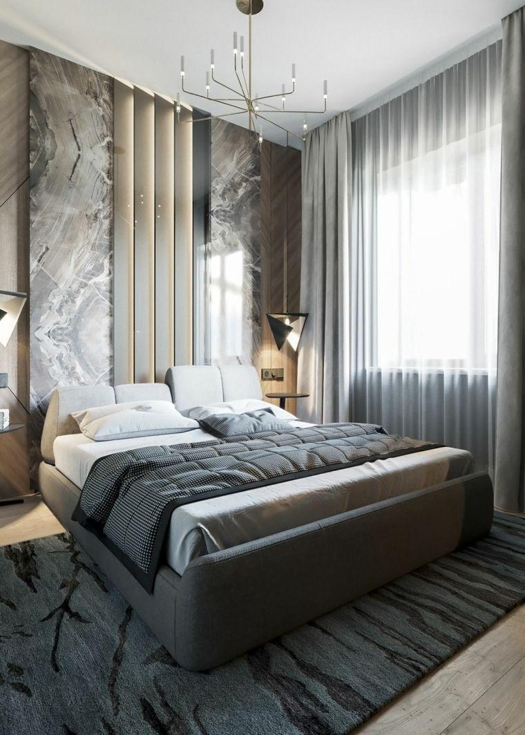 Parete effetto marmo, colori camera da letto, tende grigie
