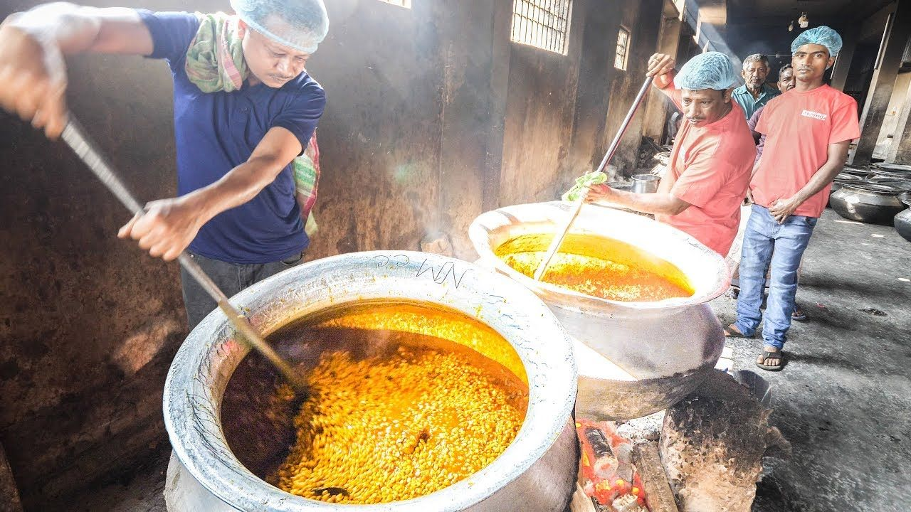 EXTREME CURRY FACTORY in Bangladesh + INSANE Street Food