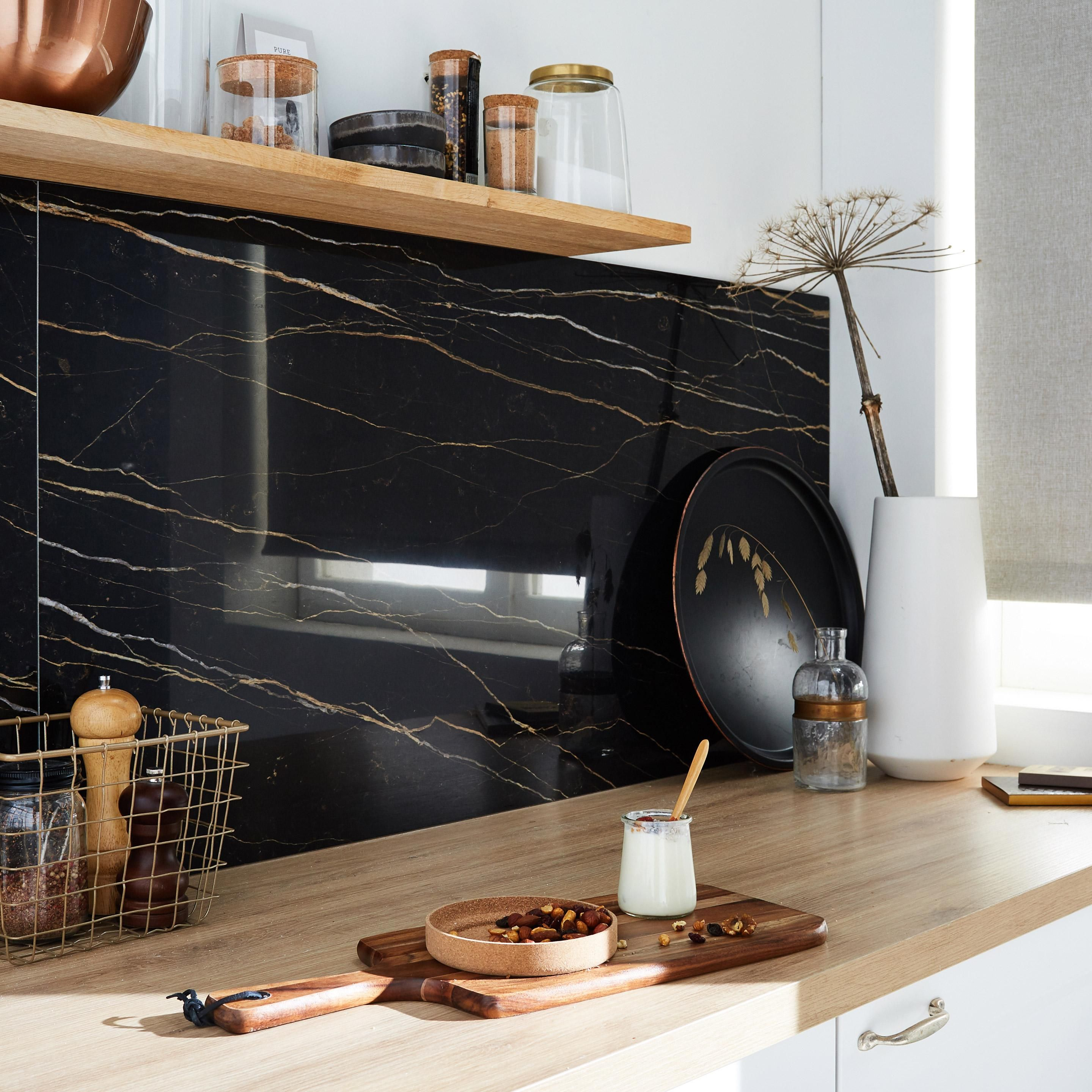 Carrelage Sol Et Mur Intenso Black Gold Le Charme Eternel Des Effets Marbre Et P Cerim Inspired 39 Marbre Cuisine Carrelage Sol Marbre