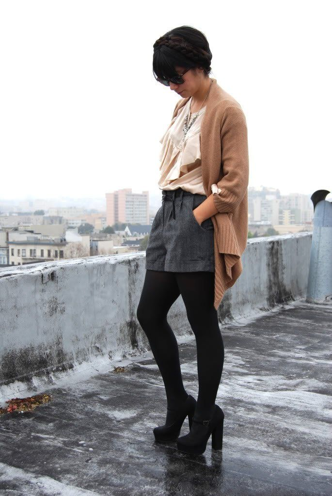Are you trying to remember your cold weather combinations these days? The same here. Jeans, sweatshirt and cardigan make the simplest look especially for school and other casual occasions but we definitely need more. If you also look for something different then you should try the magically stylish duo, shorts and tights. You can complete […]