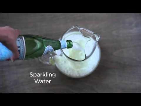 How to Make Homemade Sparkling Lemonade #sparklinglemonade