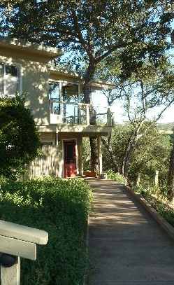 Chanticleer Vineyard Bed & Breakfast - Paso Robles, California #PasoRobles #TravelPaso #TravelPasoRobles #bedandbreakfast #BNB #winery #architecture #fountain #Paso #travel #California