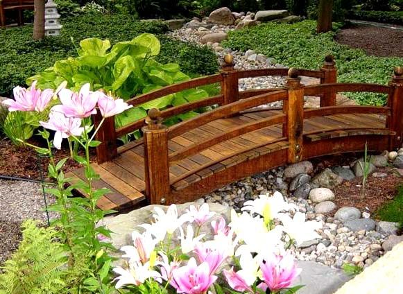 love the idea of having a bridge in my back yard doesnt even have to be over water a small garden bridge will do just fine - Japanese Wooden Garden Bridge