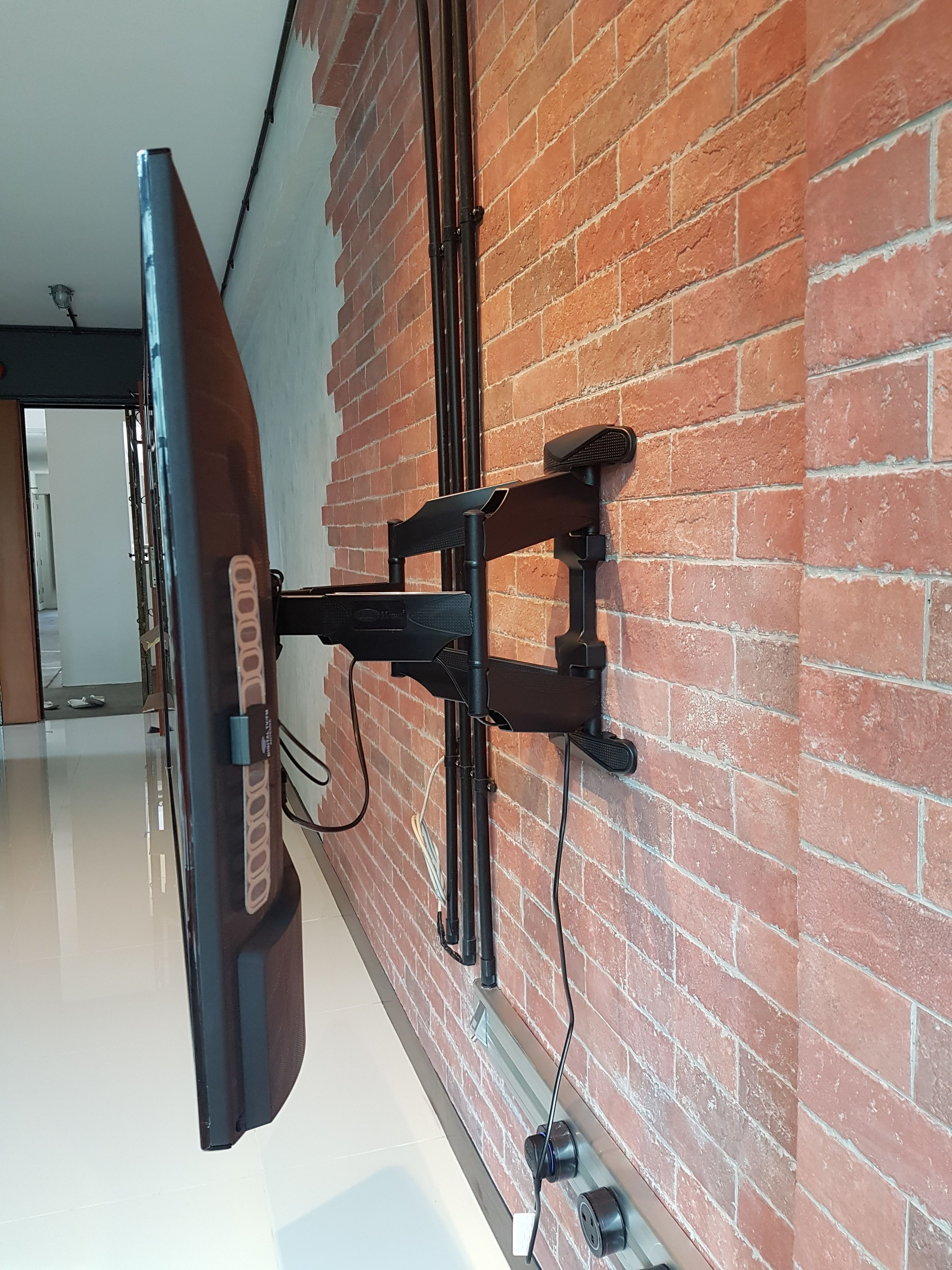 Double Arm Full Motion Tv Bracket Wall Mount In Singapore From 32 70 Can Swivel Turn Left Right Tilt Up Down Pull Out Easy For Your To Plug Cables