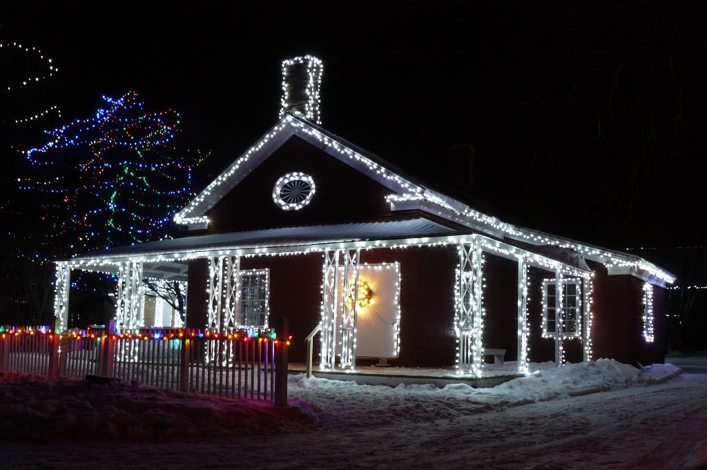 ideas to hide burned out led christmas lights photo of physicians house at upper - Led Mini Christmas Lights