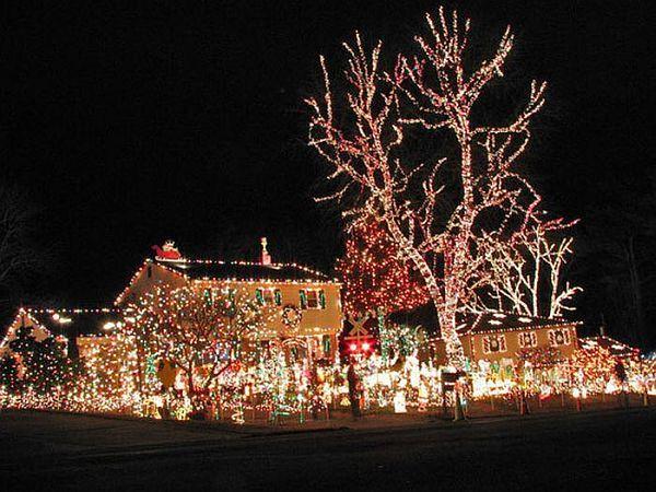 Outdoor Christmas Decoration Ideas Christmas Light Displays Holiday Lights Display Hanging Christmas Lights