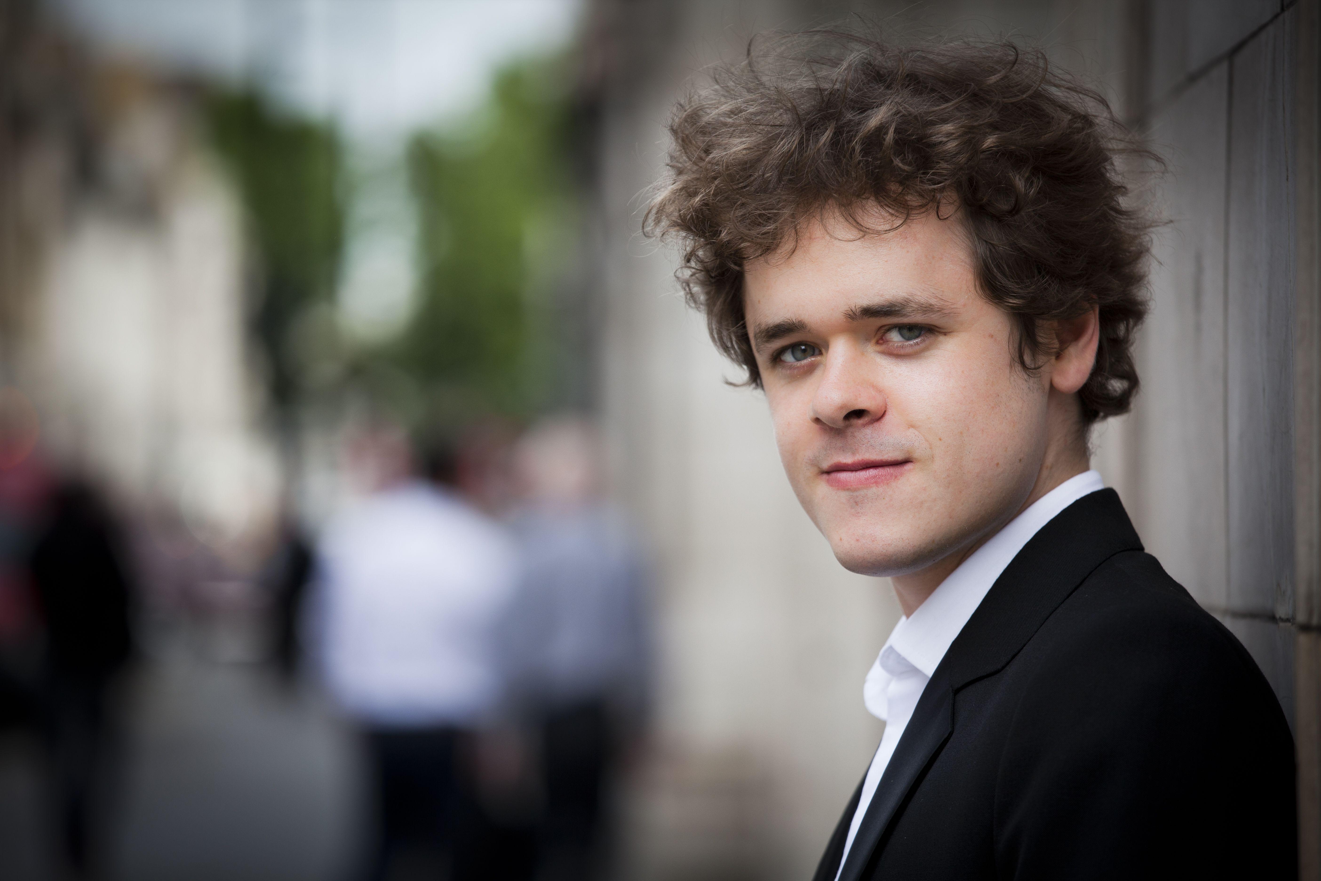 The homepage of British Pianist Benjamin Grosvenor: