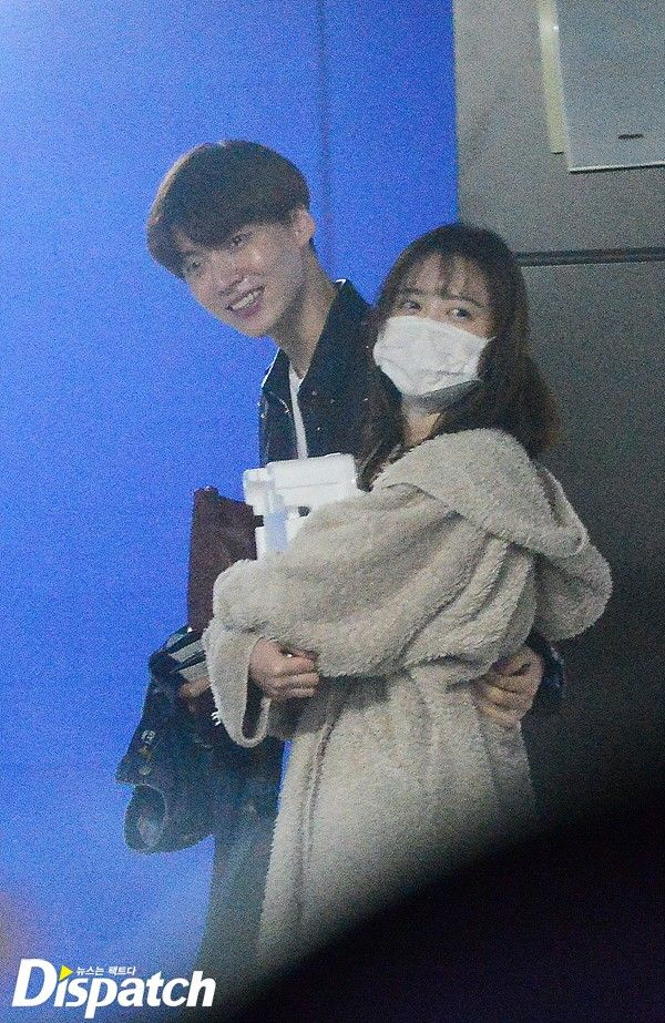 Watch Ahn Jae Hyun Hold Gu Hye Sun S Hand In Public While Secretly Dating Ahn Jae Hyun Korean Drama Drama Korea