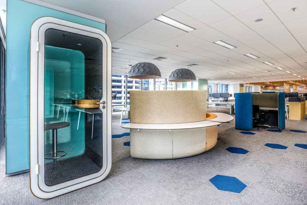 Reactiv Office Design Conseil En Amenagement Mobilier De Bureau Agencement D Espace Phone Booth Office Dream Office Space Office