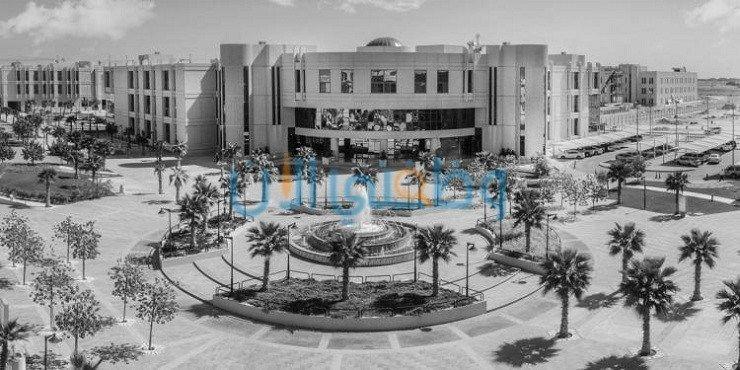 وظائف جامعة الإمام عبدالرحمن بن فيصل Table Decorations Decor Home Decor
