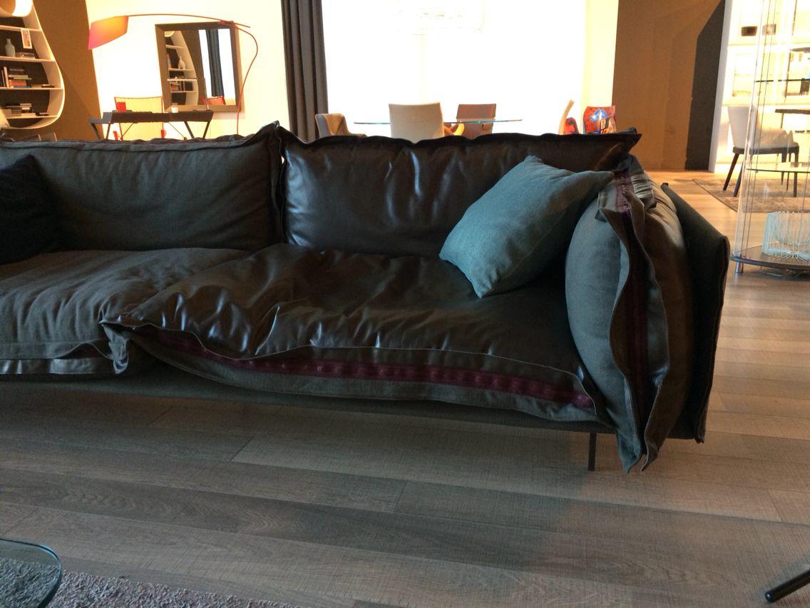 Show room cattelan italia divano in pelle e tessuto for Ginardi arredamenti