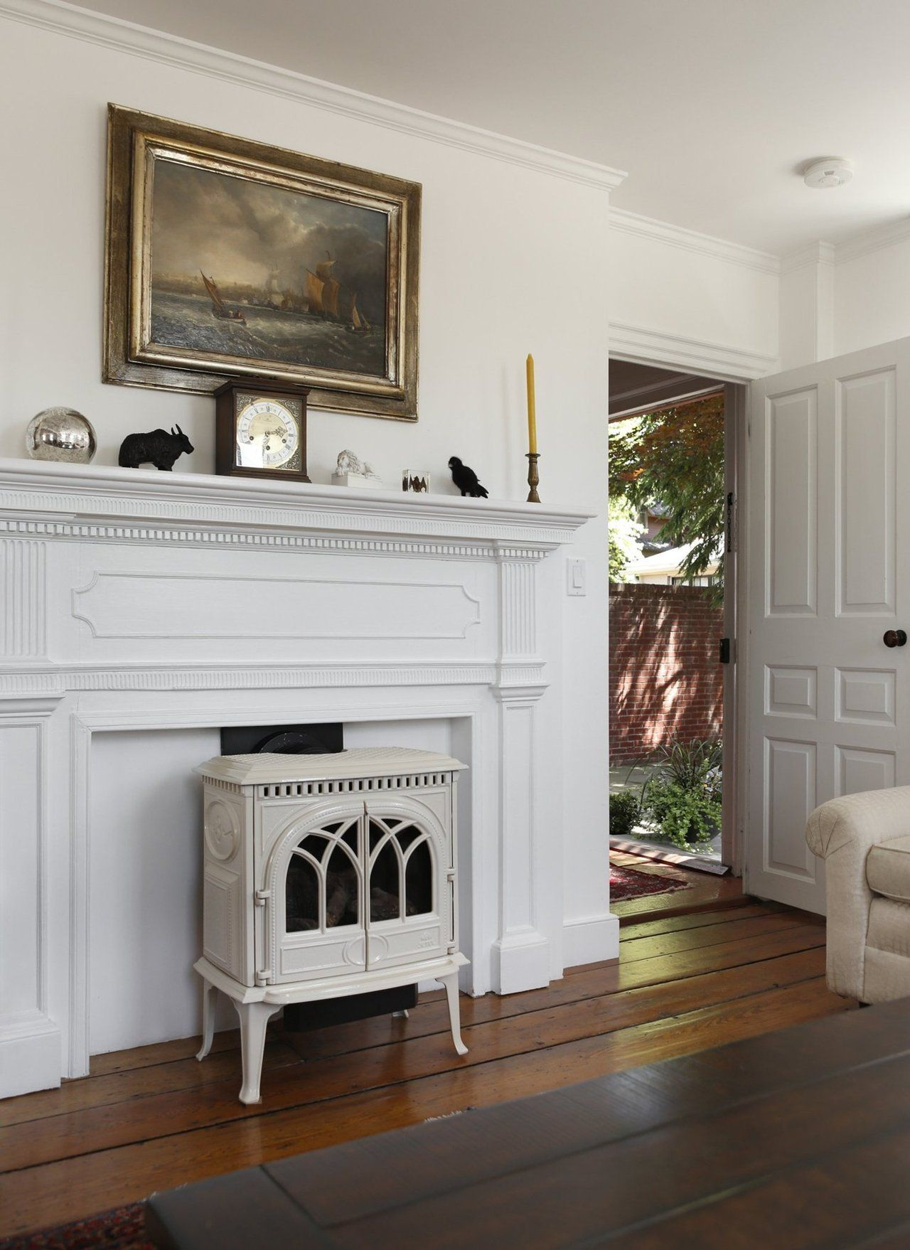 a light filled 1772 colonial house in rhode island. Black Bedroom Furniture Sets. Home Design Ideas