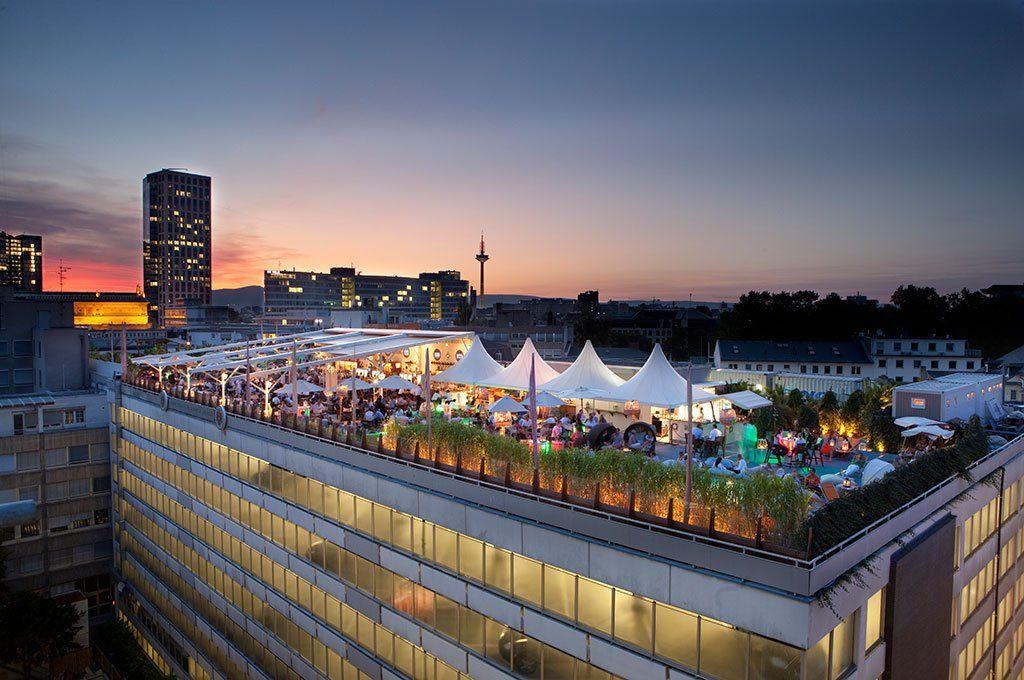 Fresh Rooftop Bars Die Summer Lounge Long Island besticht durch atmosph rische Beleuchtung