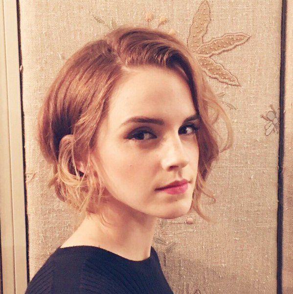 Emma Watson Has A New Short Haircut See Her Bob Kurzhaarfrisuren Frisuren Und Emma Watson Haare