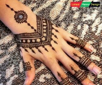 Traditional Mehndi Designs Photos : Pakistani traditional henna designs with the use of silver glitter