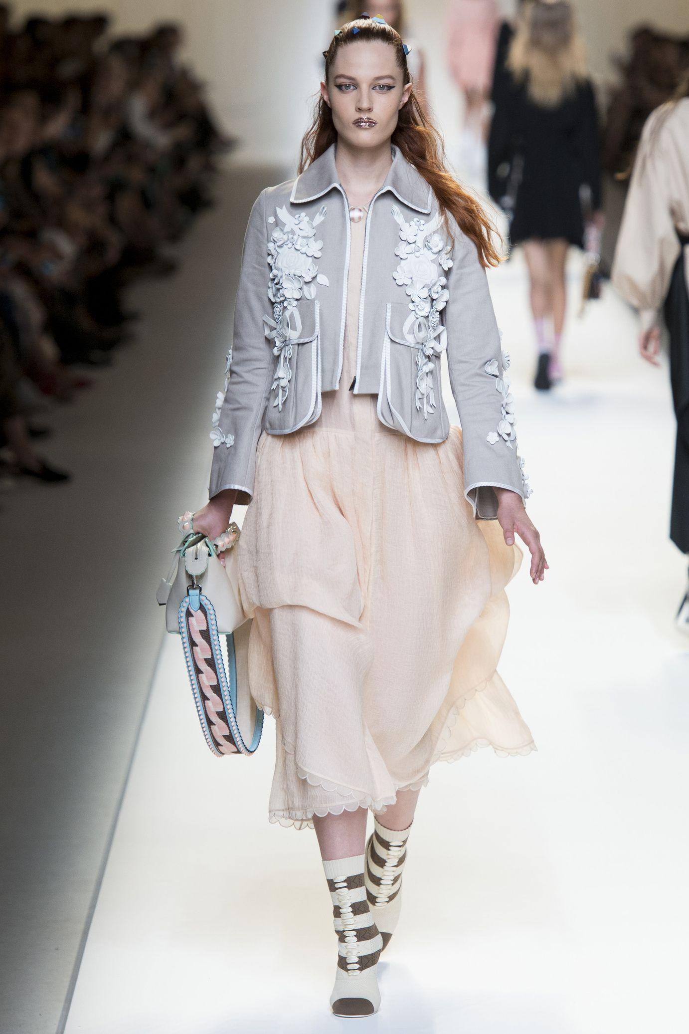 Défilé Fendi  Printemps-été 2017   Pinterest   Fashion 2017, Ss and ... bc2cd546b26