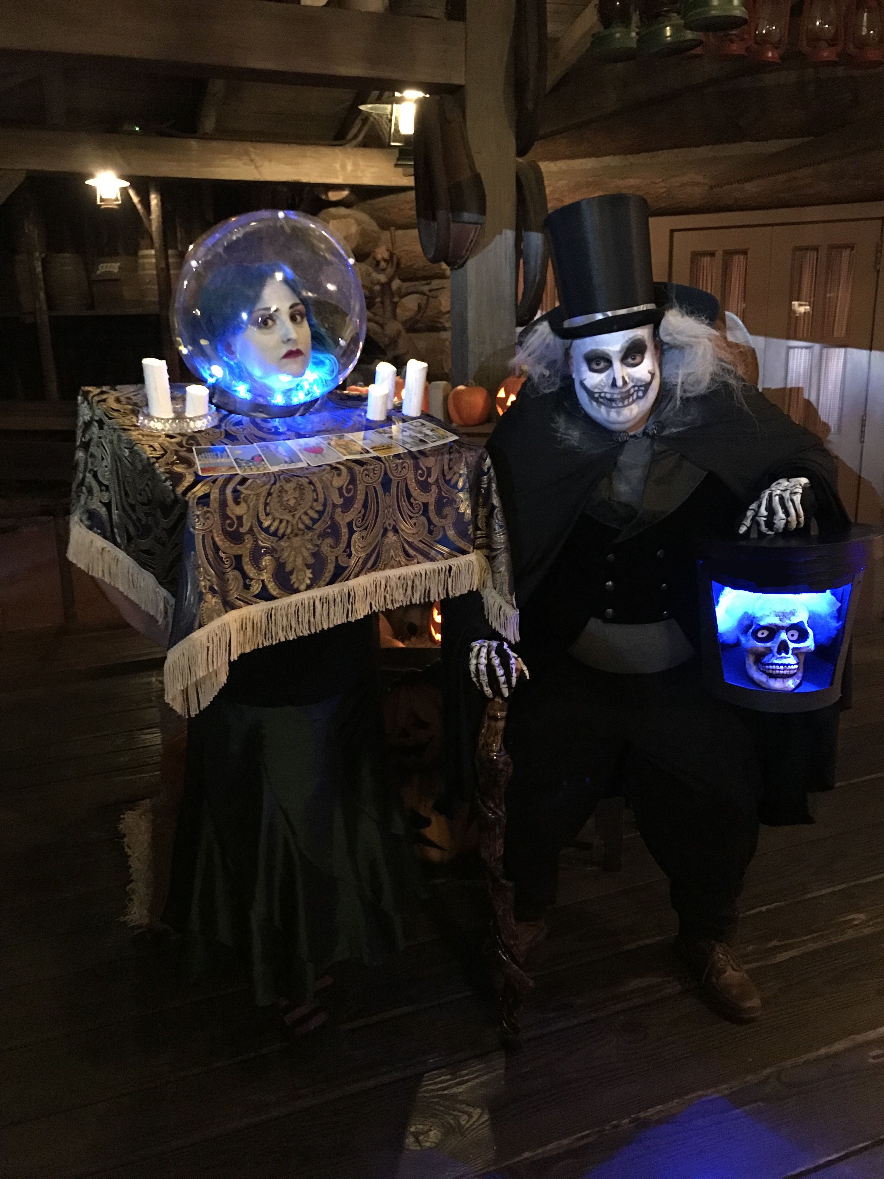Madame Leota And Hatbox Ghost Haunted Mansion Cosplay Halloween Costumes At Disneyland Haunted Mansion Halloween Haunted Mansion Costume Mickey Halloween Party