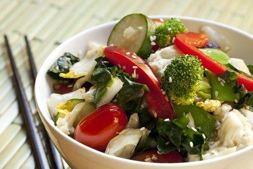 Салат из горячих овощей с паприкой
