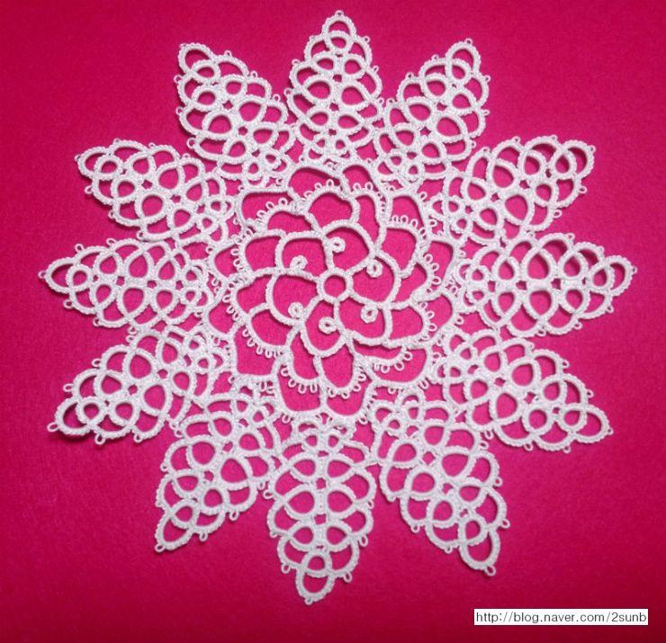 centrepiece in knot stitch tatting in the Priscilla tatting book 3 ...
