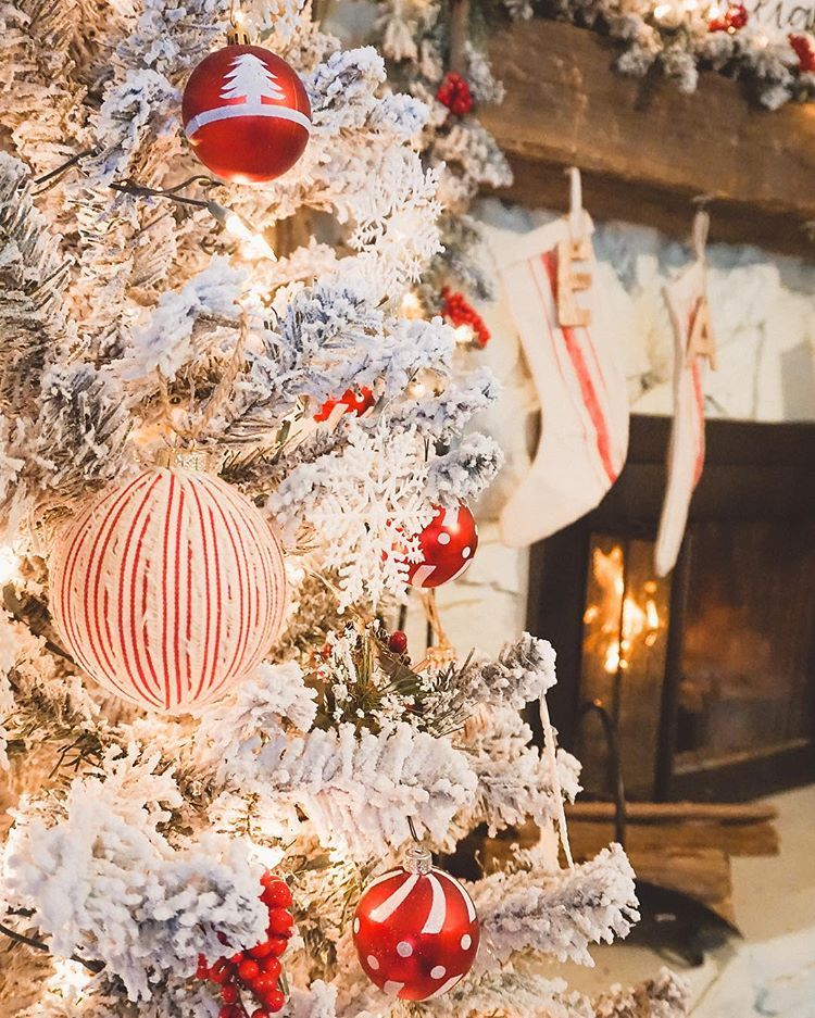 Red and white Christmas decor. Farmhouse Christmas ...