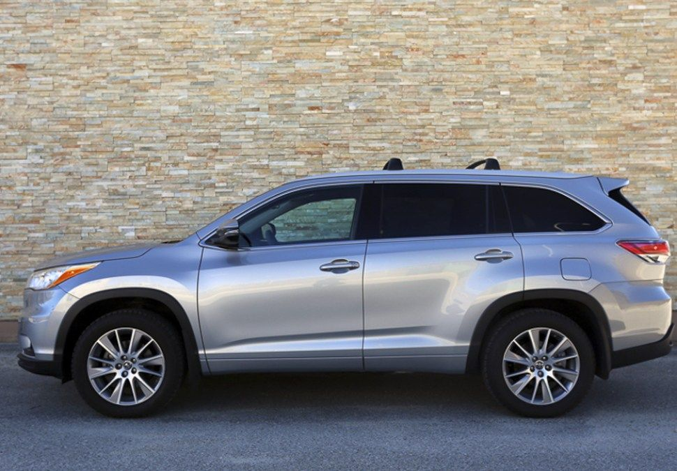 2016 toyota highlander xle review a well appointed mid size suv new car reviews pinterest. Black Bedroom Furniture Sets. Home Design Ideas