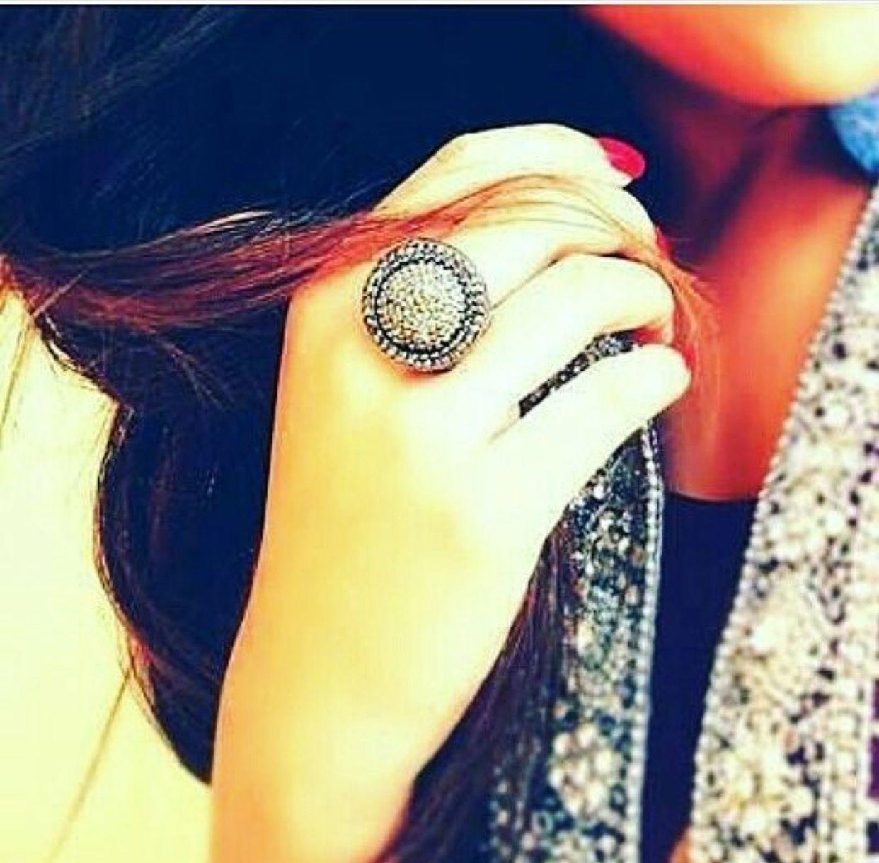 Pin mehndi and bangles display pics awesome dp wallpaper on pinterest - Rings