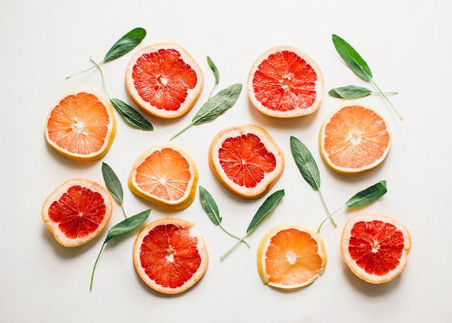 Grapefruit+Sage+Mimosa+Cocktail+Recipe+by+Simply+Jessica+Marie+|+Zipporah+Photography+|+Nashville+Wedding+Photographer (650×464)