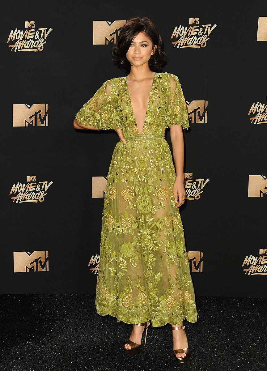 Cara delevingne looks unreal at the mtv movie u tv awards girl i