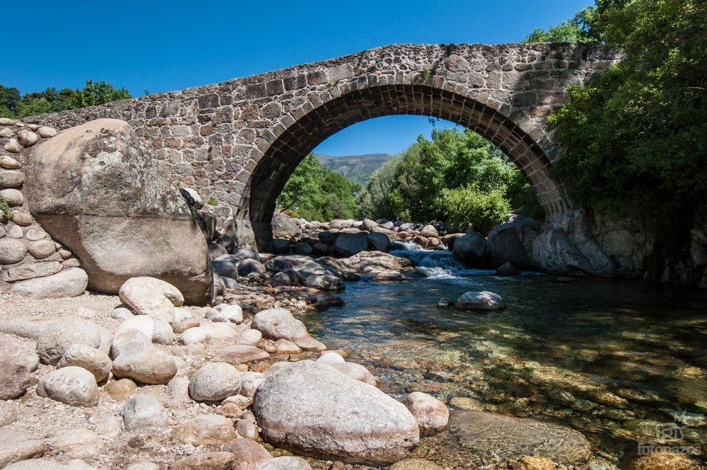 Las piscinas naturales de jarandilla de la vera puentes for Piscinas naturales cantabria