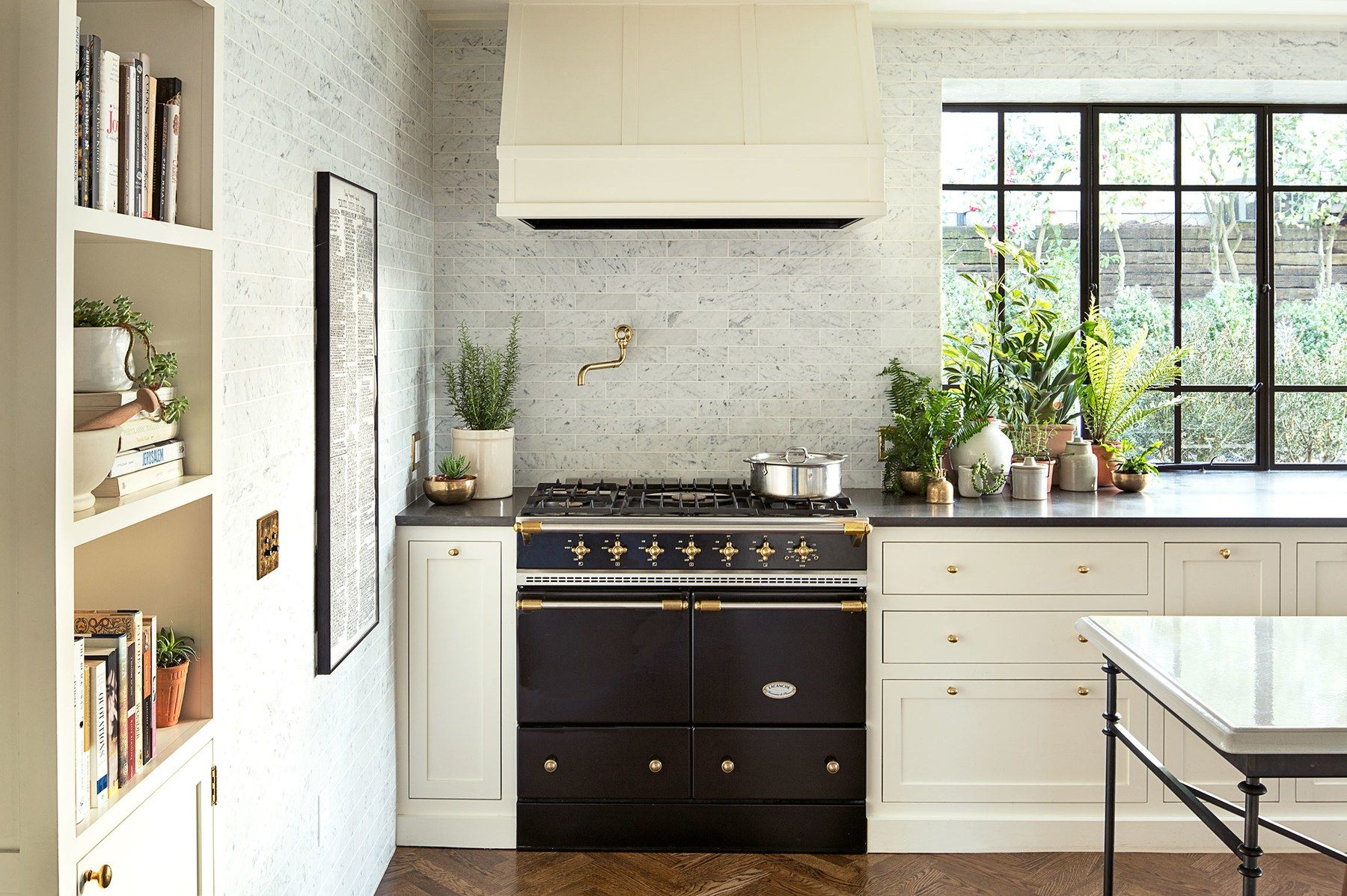 A 1920s House With A Modern Twist In Portland Oregon Kitchen Remodel 1920s House Kitchen Decor