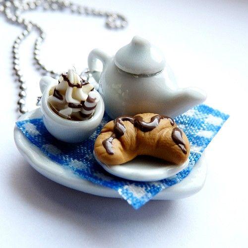 Naszyjnik pyszna kawa z rogalikiem