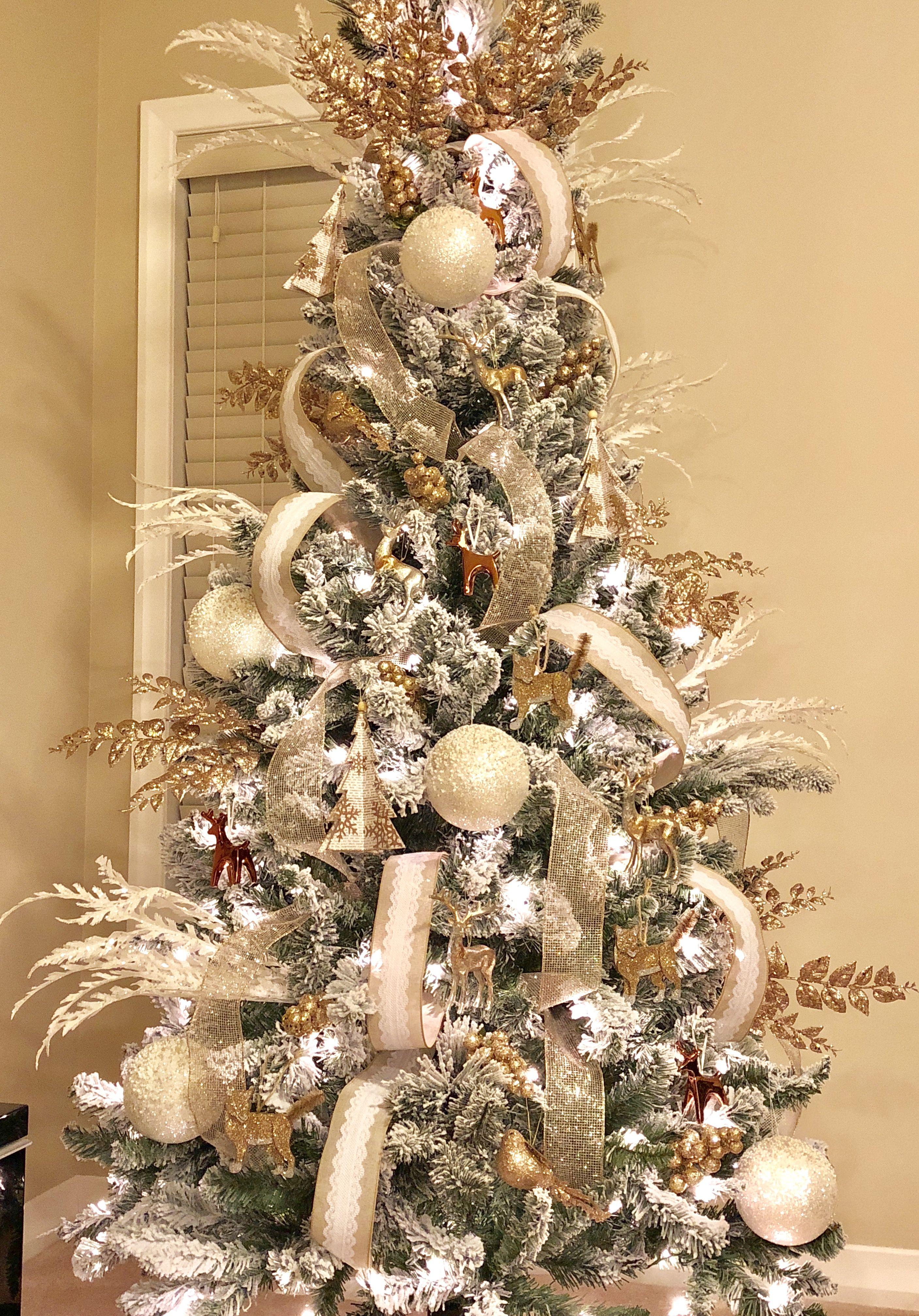 Christmas Tree Christmas Tree Christmas Decorations Christmas Wreaths