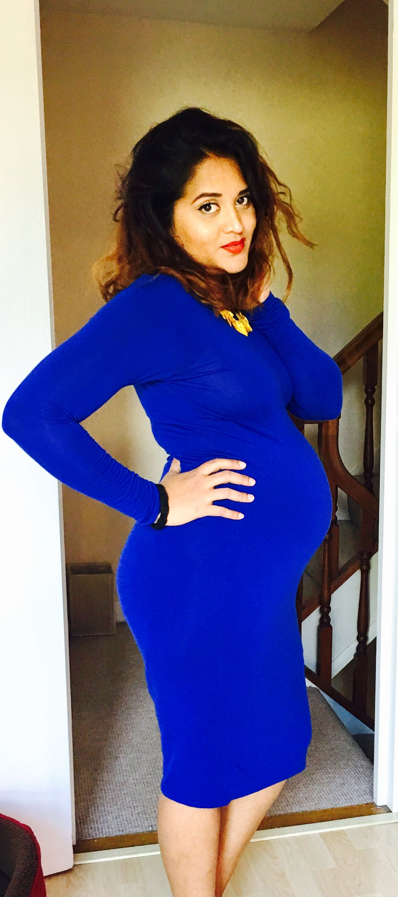 37a81419b Blue maternity dress with yellow necklace and red lipstick Maternity ...