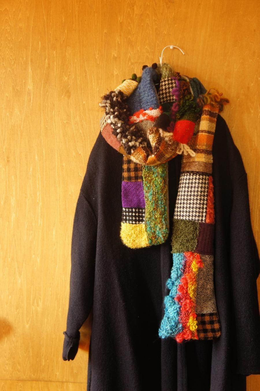 手編みニット入りのランダムパッチワークマフラー ストール 洋服 リフォーム 手編み 美しいかぎ針編み