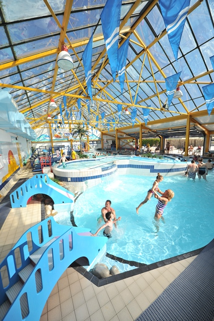 Cascades tropical adventure pool holidays with young - Holiday parks with swimming pools ...