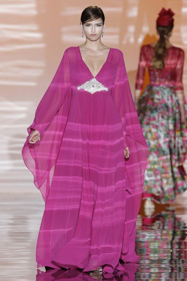 Carla Ruiz vestidos de fiesta 2015 color fucsia. Disponible en www ...
