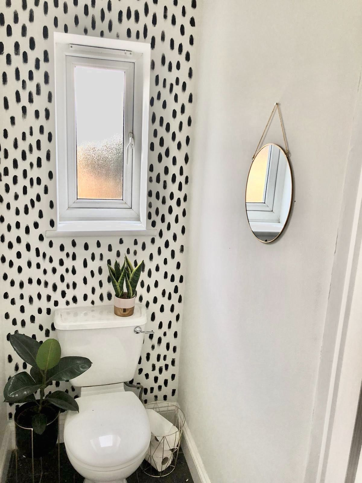 Alexandra Hojerold Bathroom With Wallpaper And Vintage Art Walldownstairs Loo M 1000 In 2020 Tiny Powder Rooms Toilet Room Decor Downstairs Loo