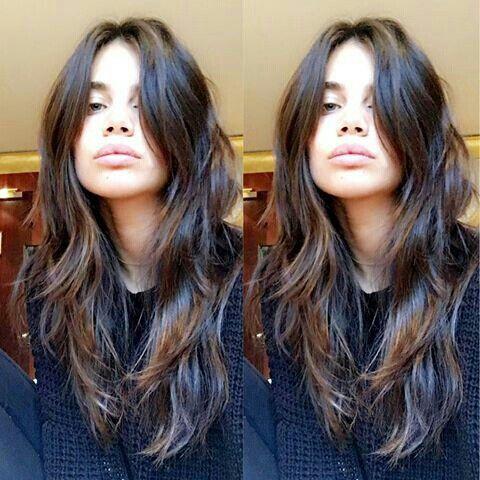långt vågigt hår