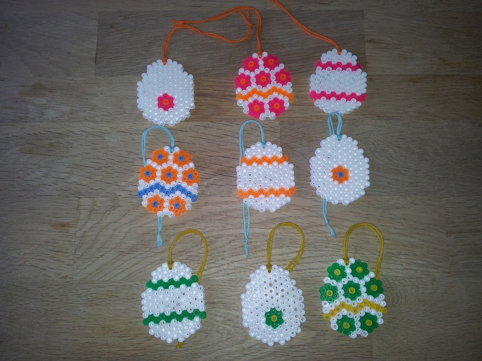 Påskeæg i Hama perler / Easter egs made  with Hama Beads.