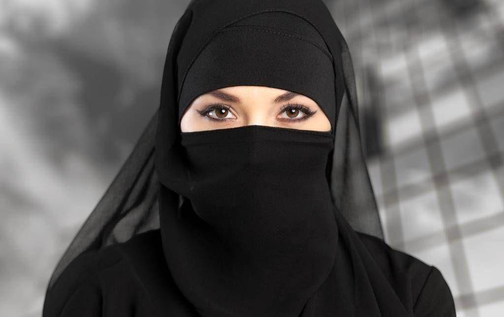 تفسير الخمار الابيض في المنام للعزباء رؤية وتفسير حلم الخمار في المنام Muslim Men Women Islam Women