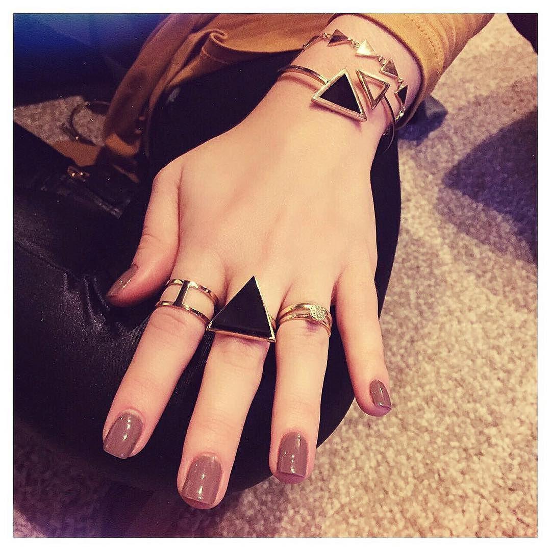 Mãozinhas cheias de anéis!  Modelos disponíveis no nosso site! [amagoconcept.com] by amagoconcept