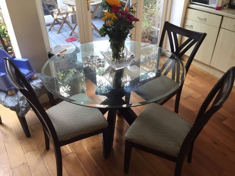 Round Glass Top Kitchen Table With Four Chairs 150 In Islington London Gumtree Top Kitchen Table Table Dining Table Chairs