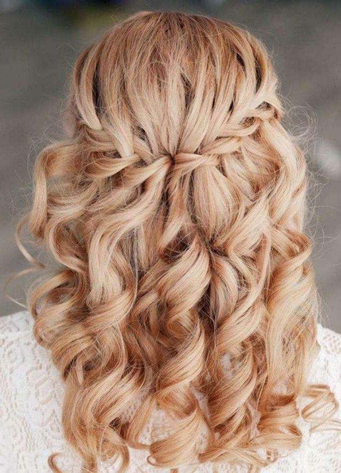 Resultat De Recherche D Images Pour Coiffure Mariage Cheveux Boucles Coiffure Mariage Tresse Coiffure Cheveux Mi Long Belle Coiffure