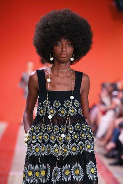 Elie Saab : Runway – Paris Fashion Week – Womenswear Spring Summer 2020