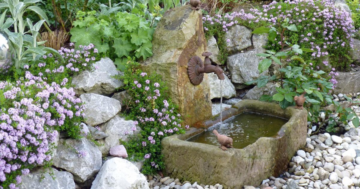 Dekorative wandbrunnen gartengestaltung garten brunnen und garten ideen - Garten wandbrunnen ...