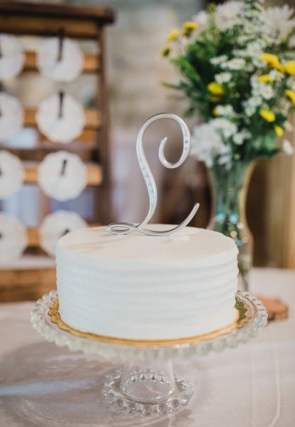 Diy Bride On A Budget Tells All With Images Wedding Cake