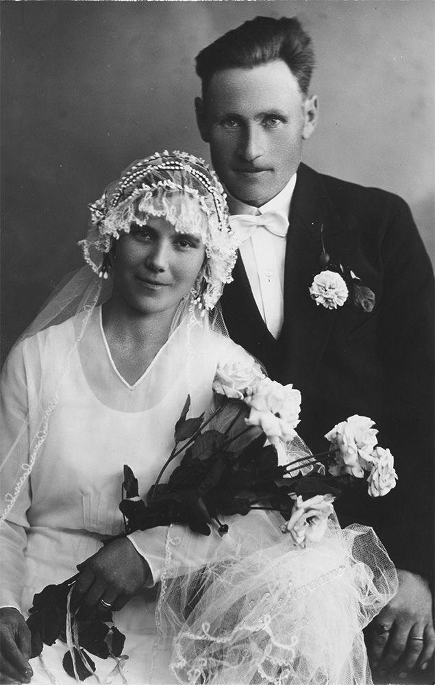 Hääkuva 1910-1930-luvulta.  Kuvaaja: Hämeen valokuvaamo Turun museokeskuksen valokuva-arkisto VA9809:174