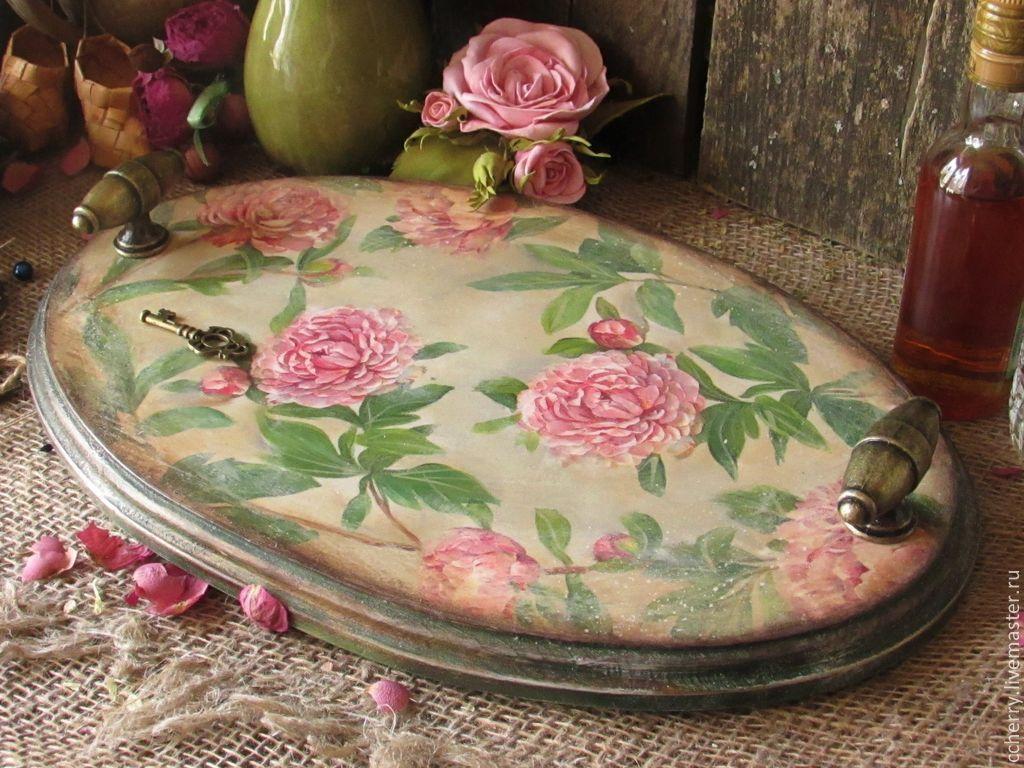 """Купить Поднос """"История пиона уклоняющегося..."""" - серый, розовый, зеленый, салатовый, бежевый, поднос"""
